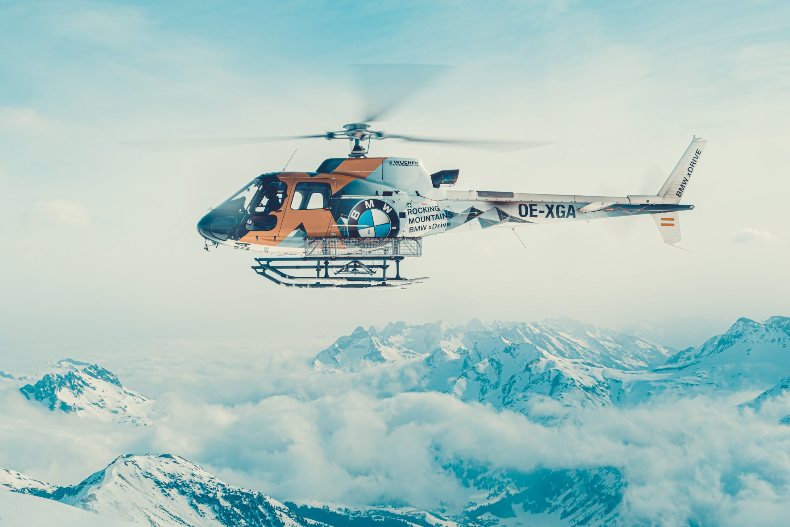 Heliskiing Luftaufnahme BMW Rocking Mountains xDrive Helicopter am Mehlsack am Arlberg