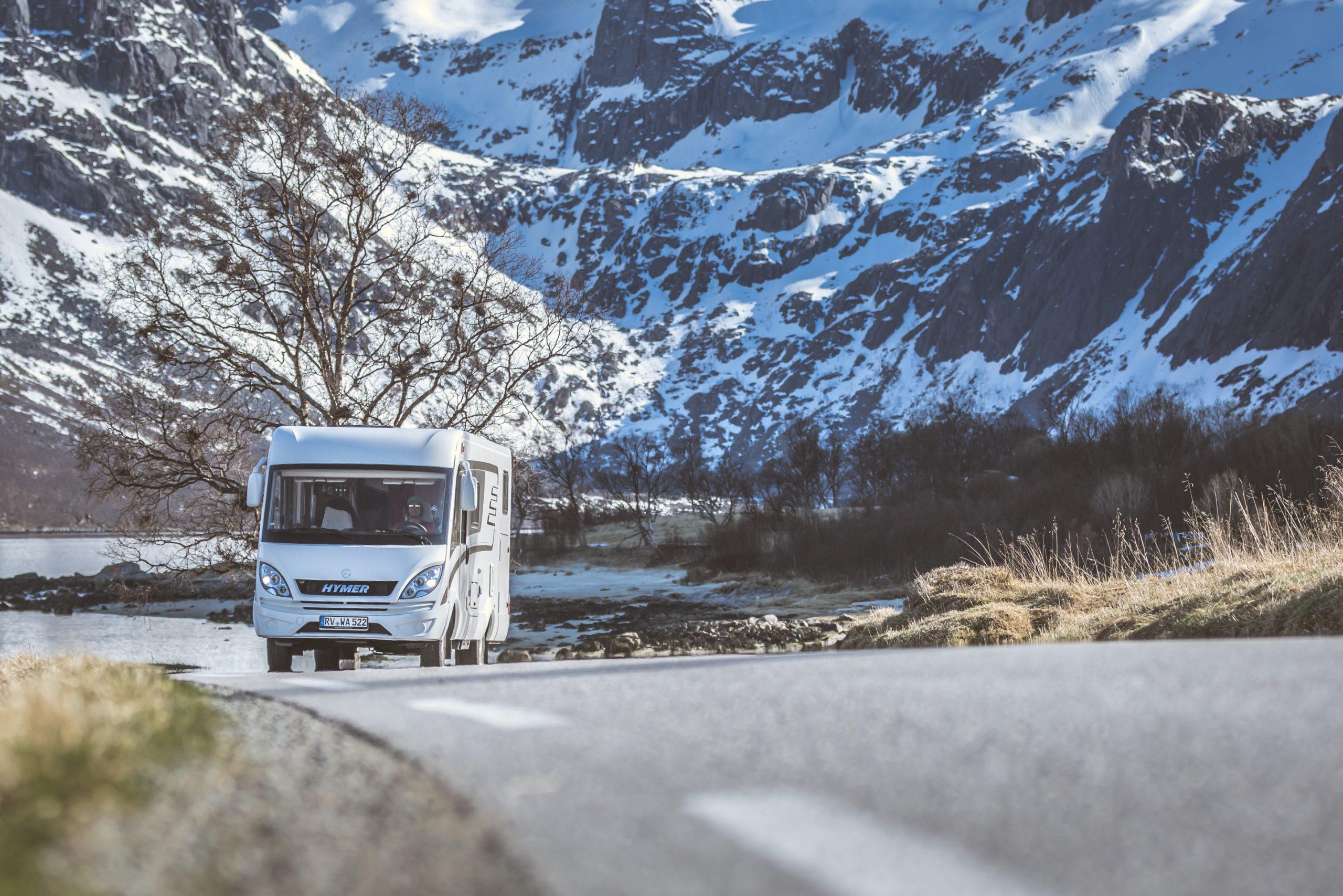 Hymer Mercedes Wohnmobil in Norwegen auf der Landstraße